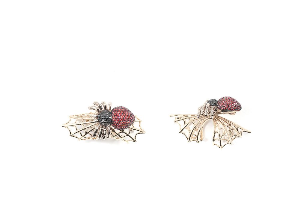 Articulated web gold ring with pavé spider