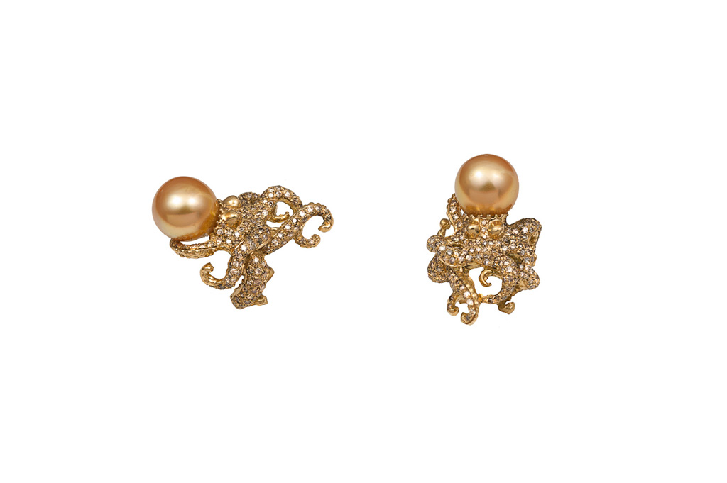 Gold octopus ring with gold pearl and cognac diamonds
