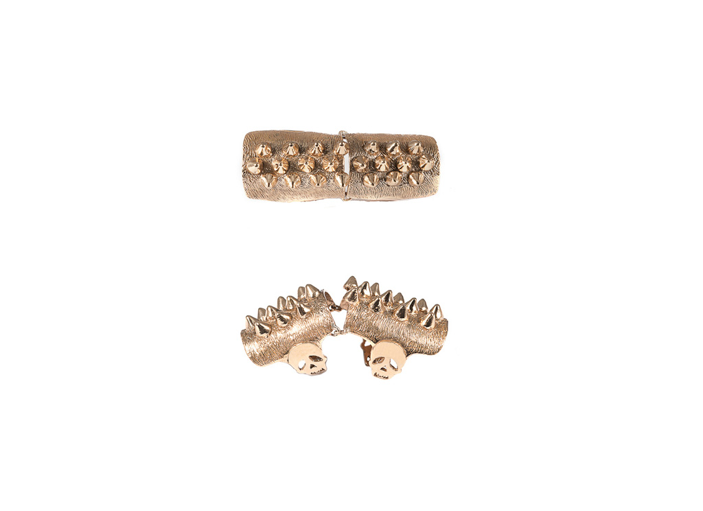 Articulated ring with studs