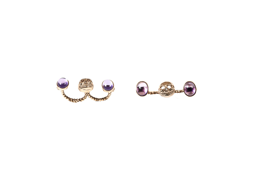 Double finger skull ring with amethysts