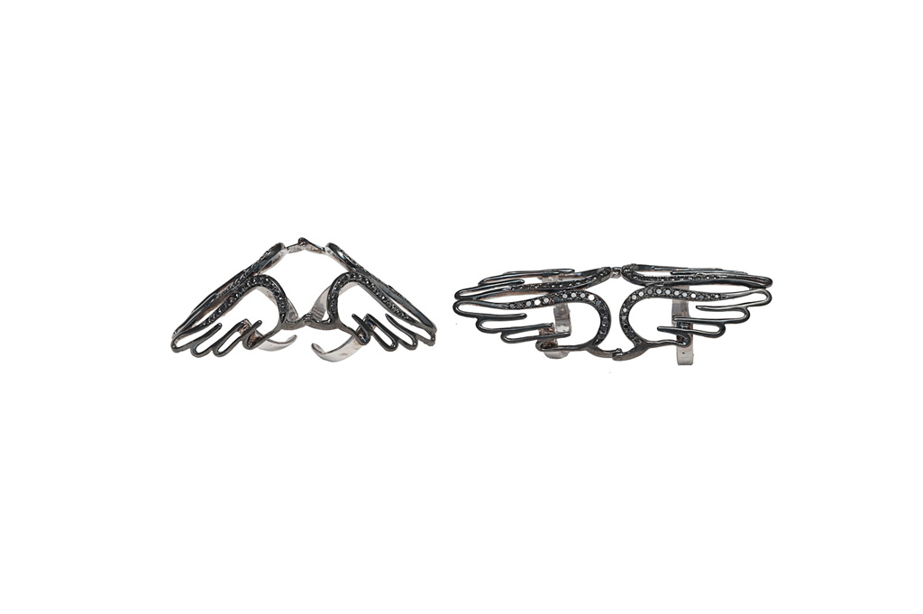 4 wings articulated rings with black diamonds