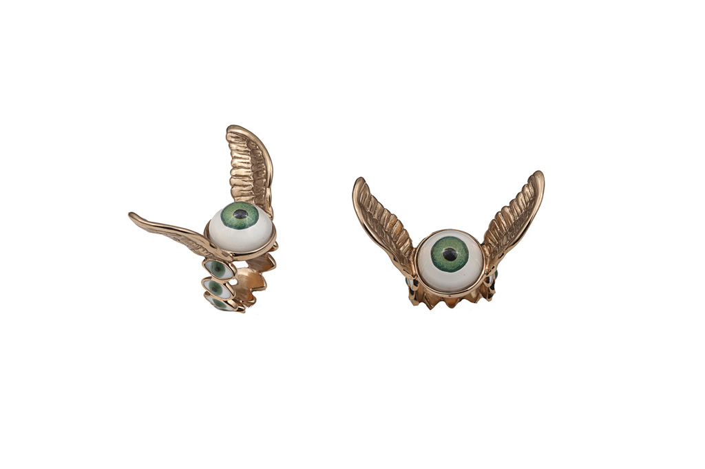 Eye ring with bronze wings