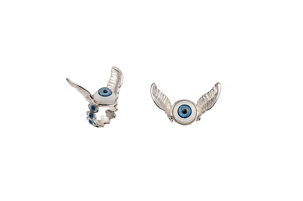 Eye ring with silver wings