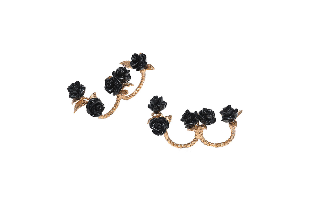 Double finger bronze ring with black resin roses