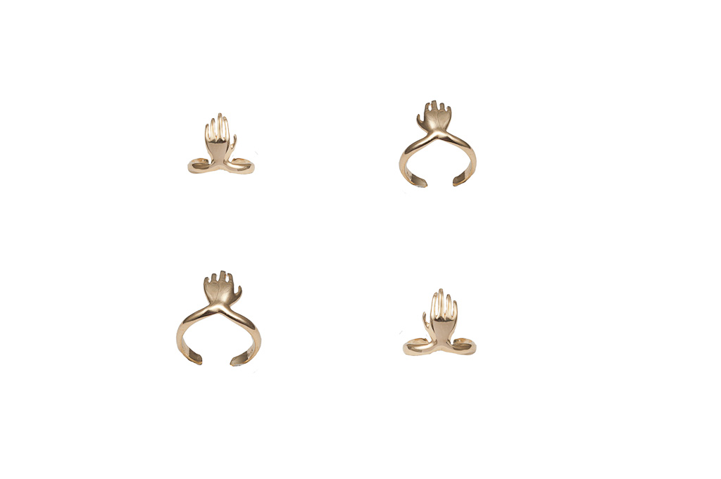 Gold midi ring with hand – dx/small / Gold midi ring with hand – sx/large