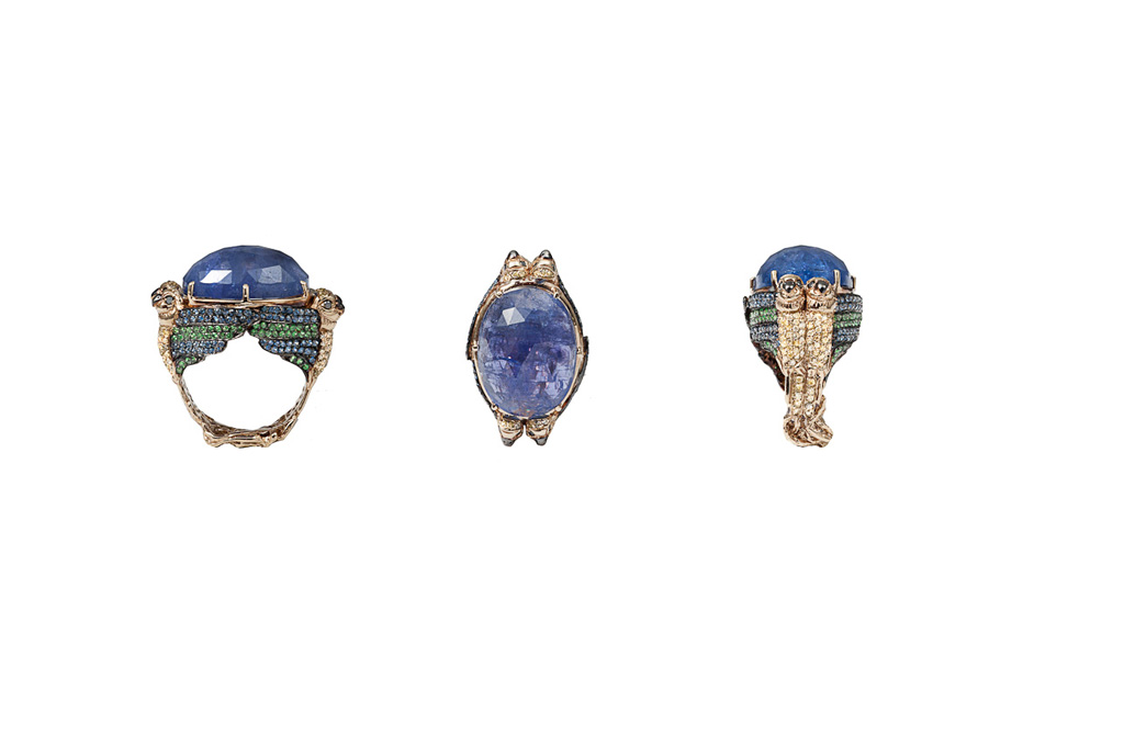 4 parrots gold pavé ring with cabochon tanzanite
