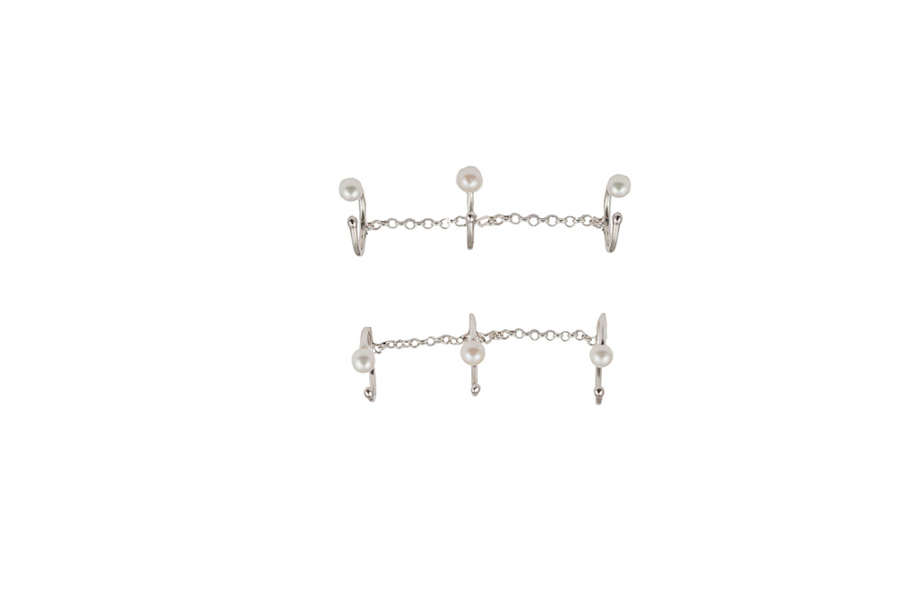 Silver triple band ring with chain and pearls