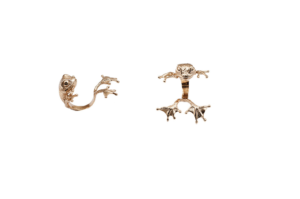 Bronze clinging frog ring