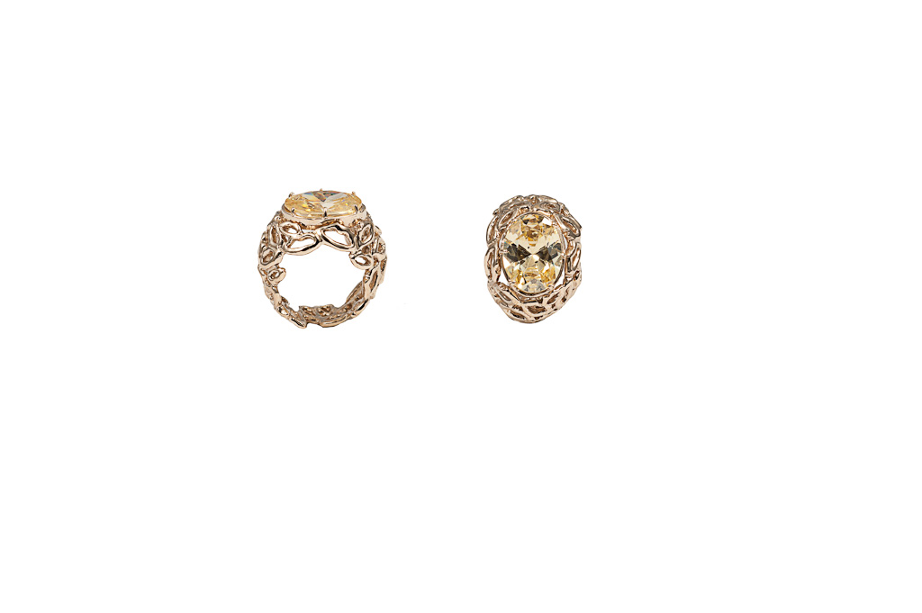 Bronze dome mouths ring with yellow zircon