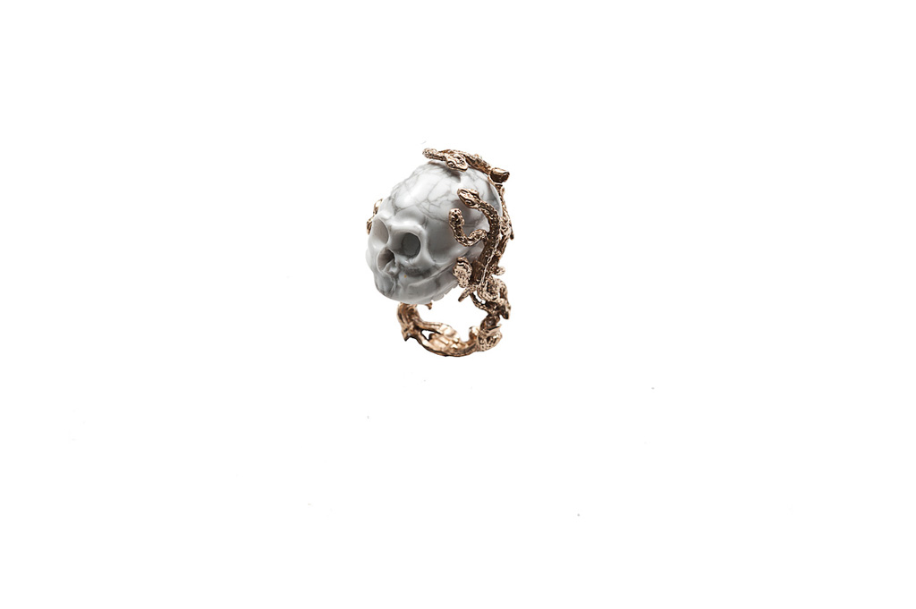 Snakes ring with marble skull – man