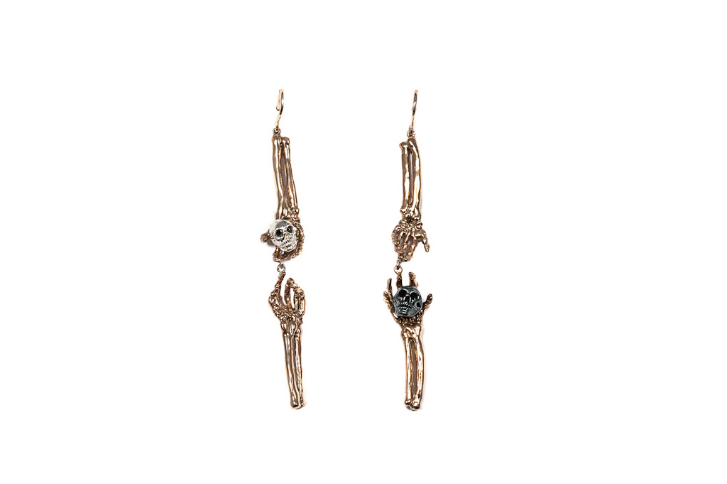 Skeleton arms earrings with silver skull