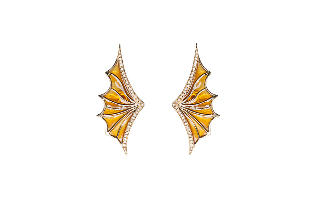 (Gold openwork bat wing earrings with cognac diamonds