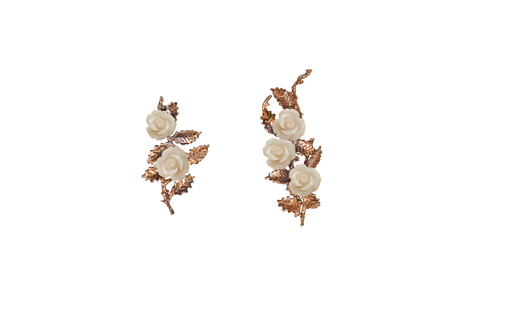 Bronze earrings with white resin roses