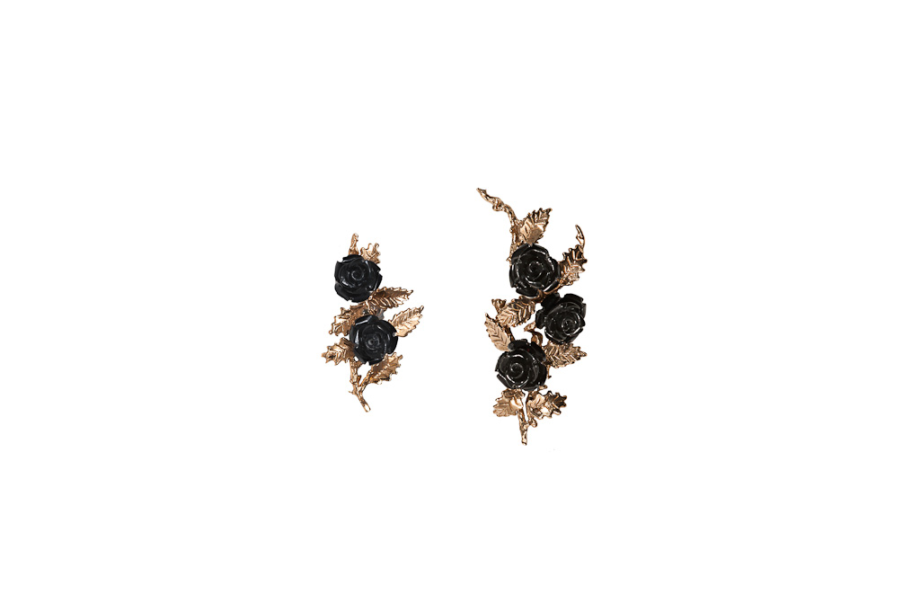 Bronze earrings with black resin roses