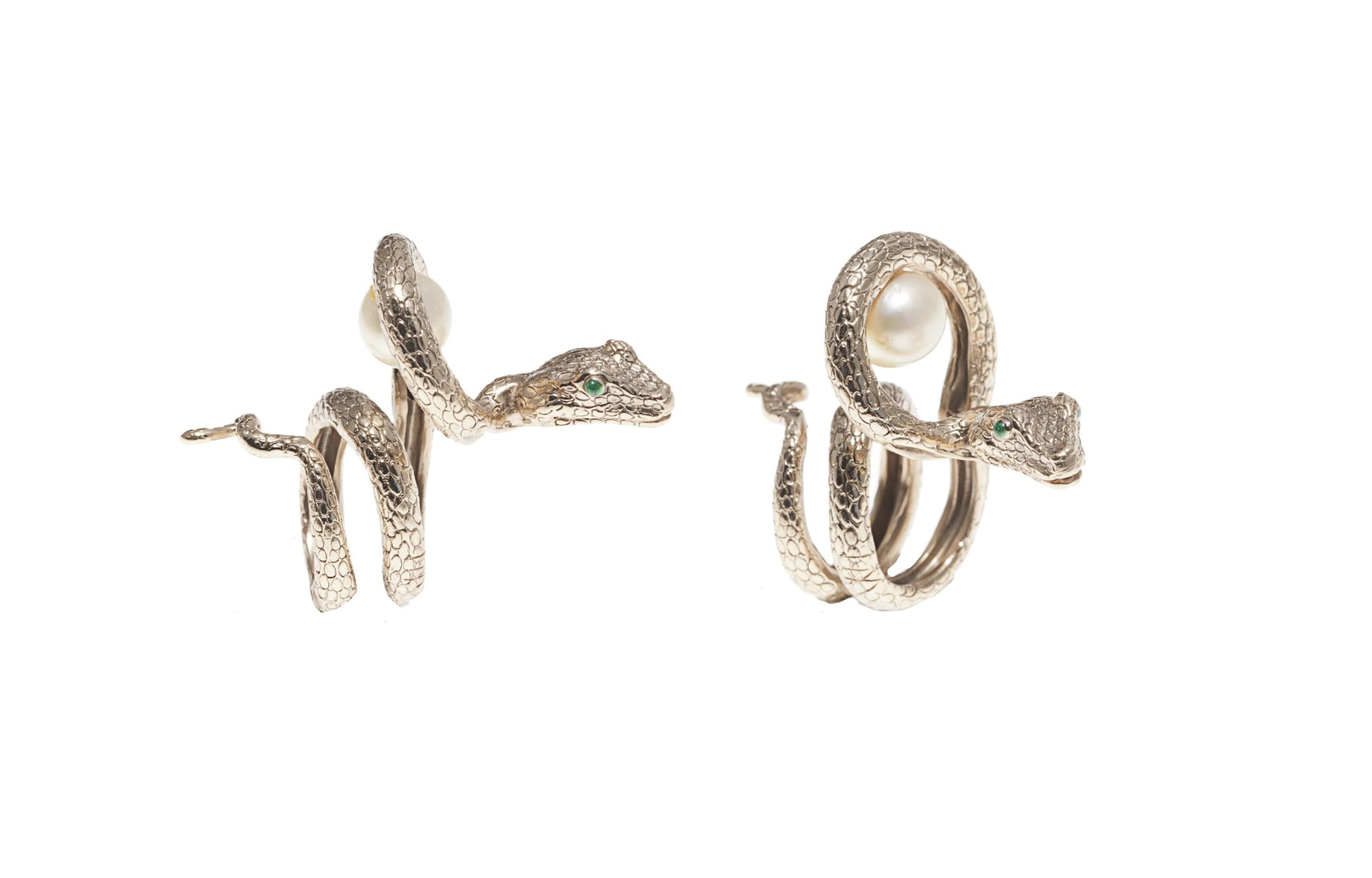 Arched snake bronze ring with pearl