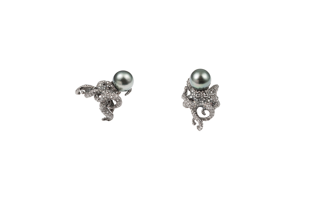 Gold octopus ring with grey pearl and grey diamonds
