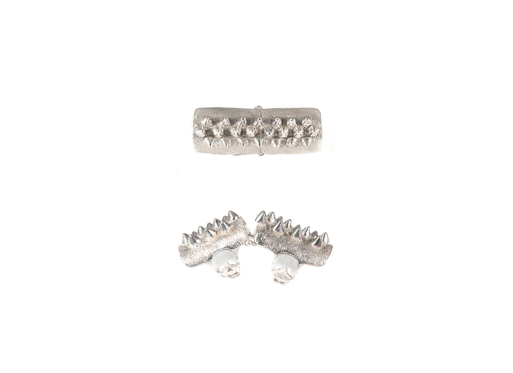 Articulated silver ring with studs
