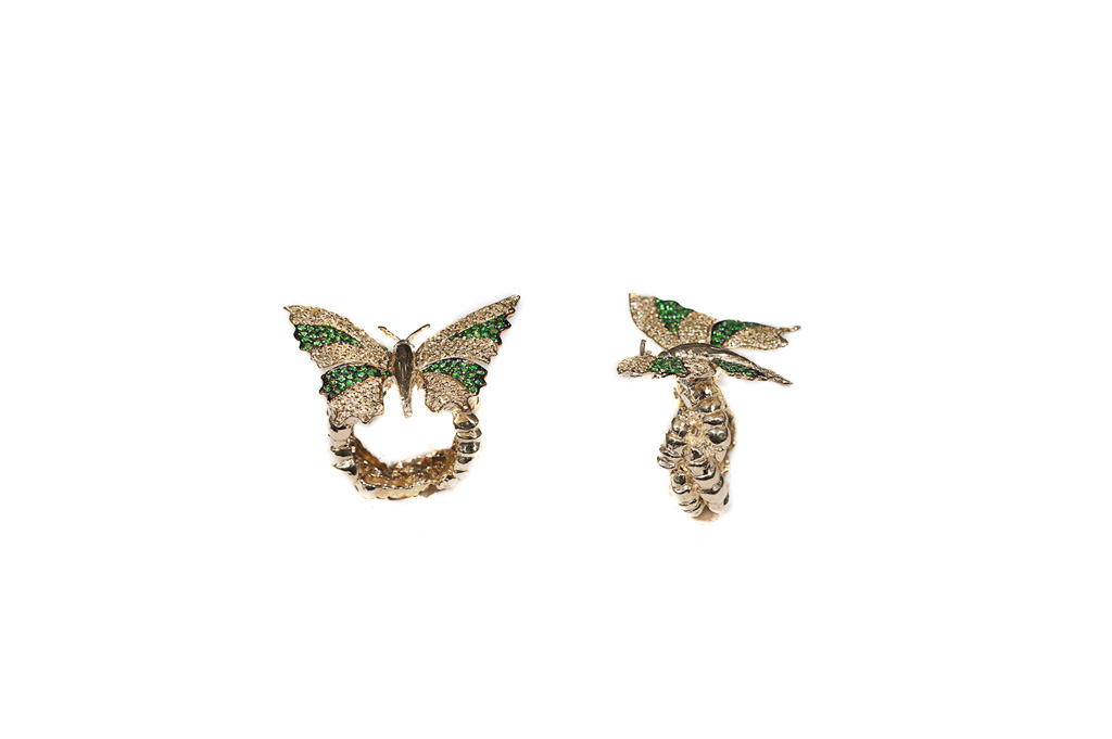 Poined wings butterfly pavé ring