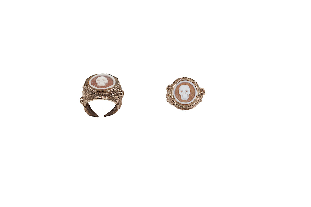 Treetrunk woman bronze ring with cameo