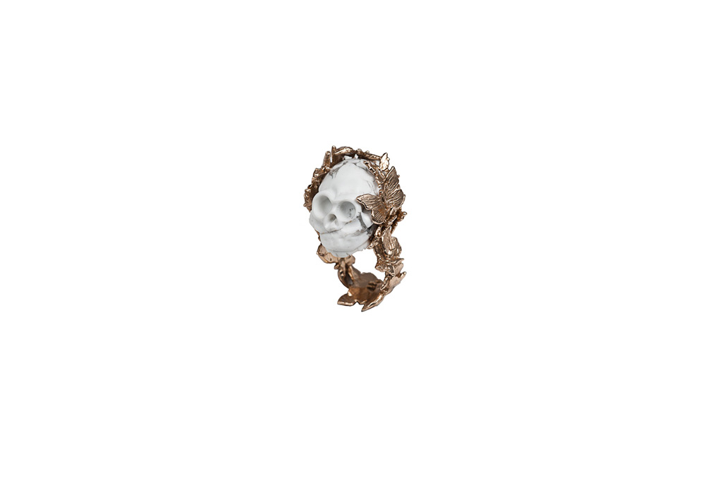Snakes ring with marble skull
