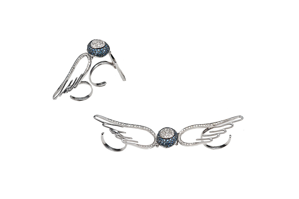 Gold 2 fingers pavé eye ring with flying wings