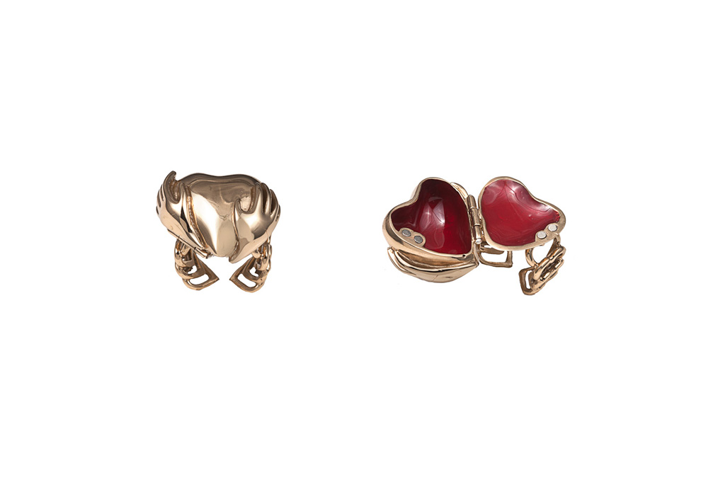 Heart poison ring with red enamel