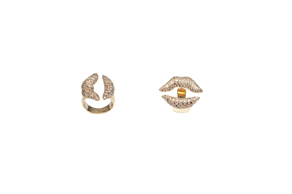 Gold mouth ring with cognac diamonds