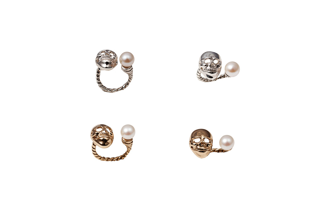 Bronze skull ring with pearl / Silver skull ring with pearl