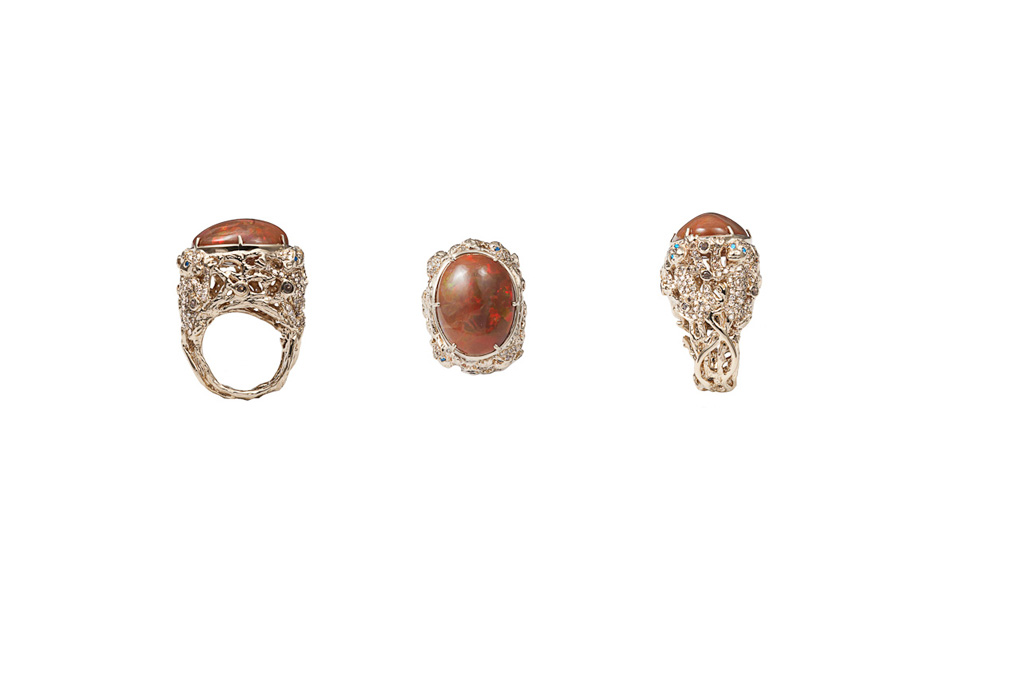 Monkeys gold pavé ring with opale