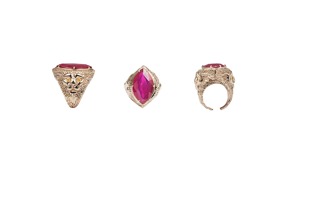 Gold lion ring with marquise shape glass-treated ruby