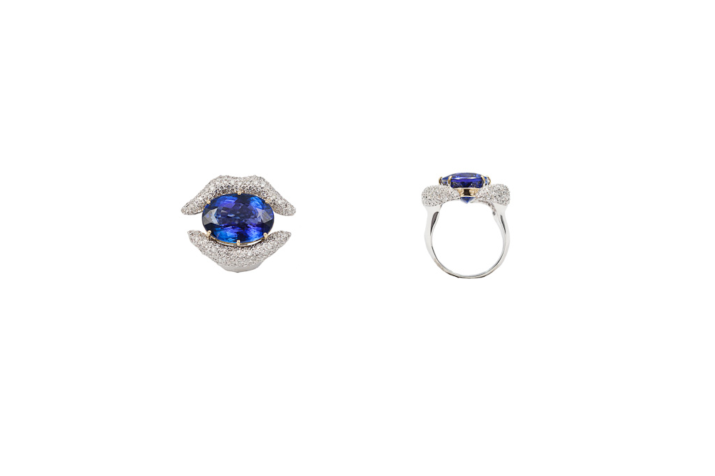 Mouth gold ring with diamonds and tanzanite