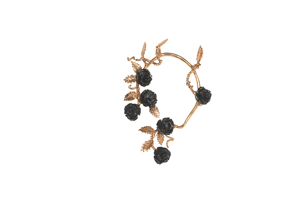 Bronze mono-earring with black resin roses