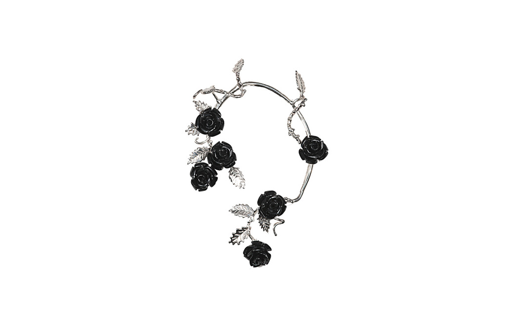 Silver mono-earring with black resin roses