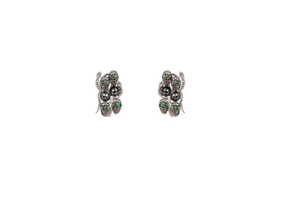 Skull and snakes goldpavé  earrings with black diamonds