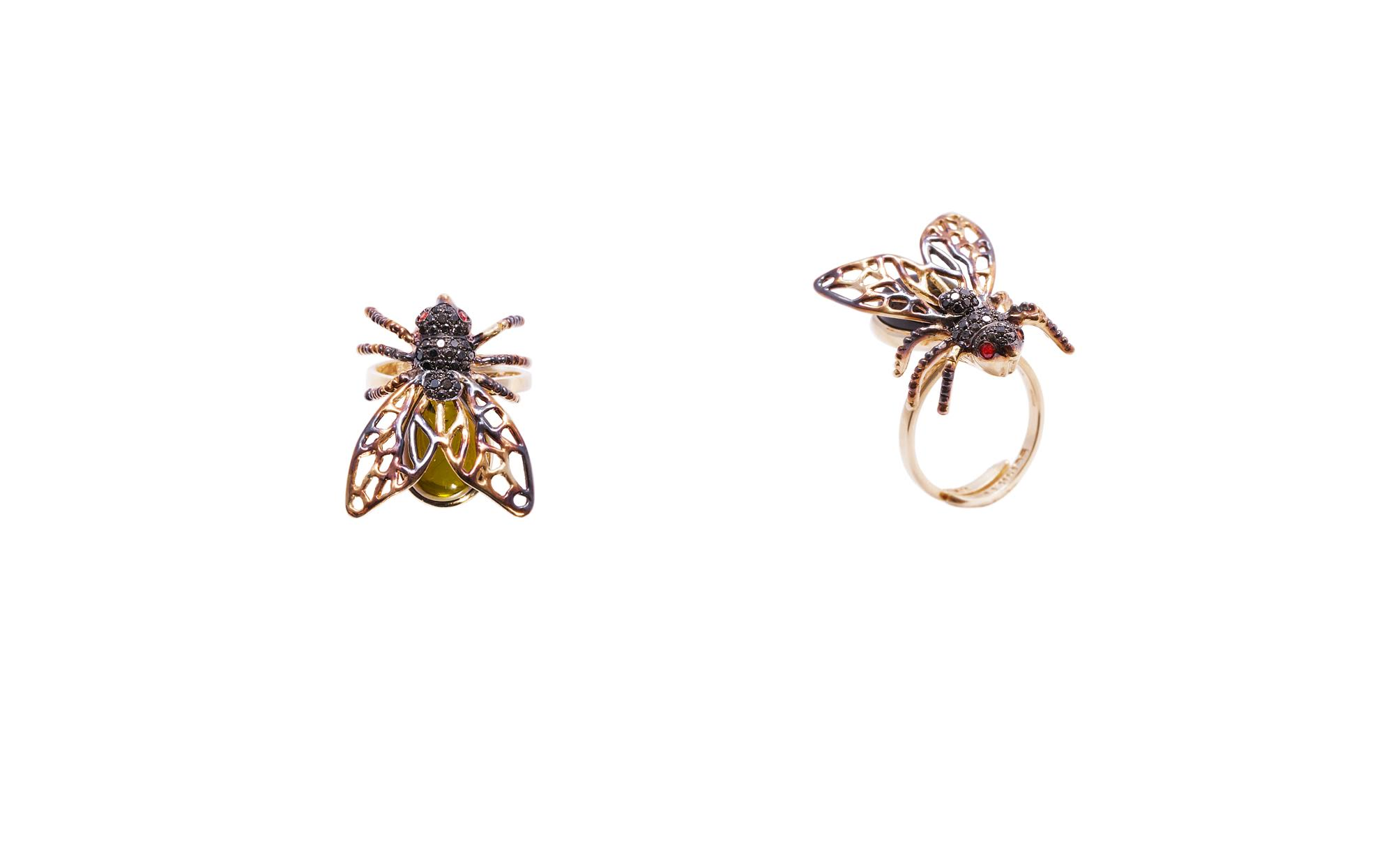 Gold fly ring with tourmaline, black diamonds and red sapphires)