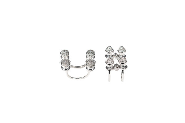 Studs ring with diamonds