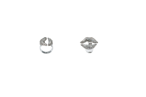 Gold mouth ring with grey diamonds