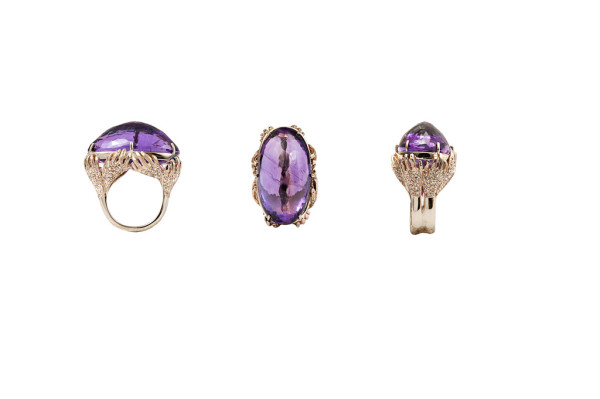 8 hands gold pavé ring with amethyst