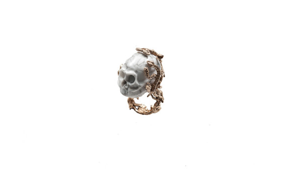 Snakes ring with marble skull - man