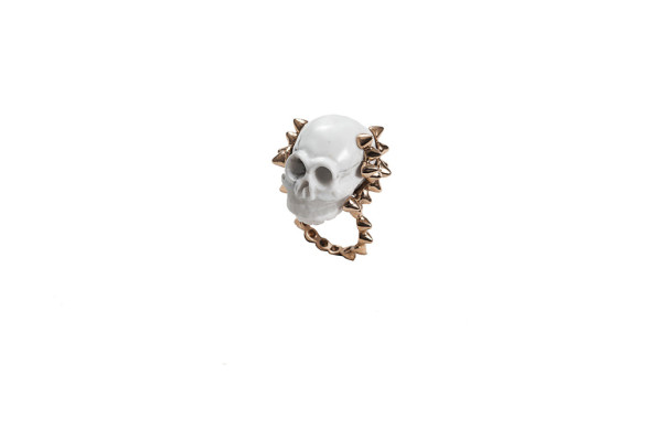 Studs ring with marble skull - man