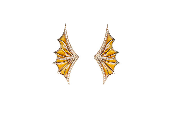Gold openwork bat wing earrings with cognac diamonds