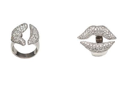 White gold mouth ring with pavè diamonds