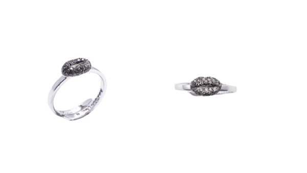 Mini lips gold band ring with pavé grey diamonds