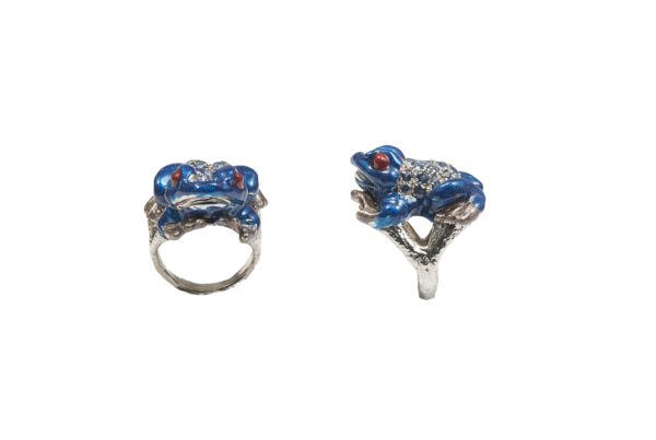 Silver froggy ring with pavé blue sapphires and enamel